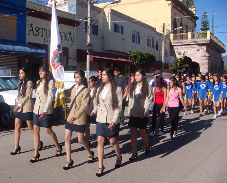Organizan Preparatoria de Ahualulco y H. Ayuntamiento evento cívico y desfile